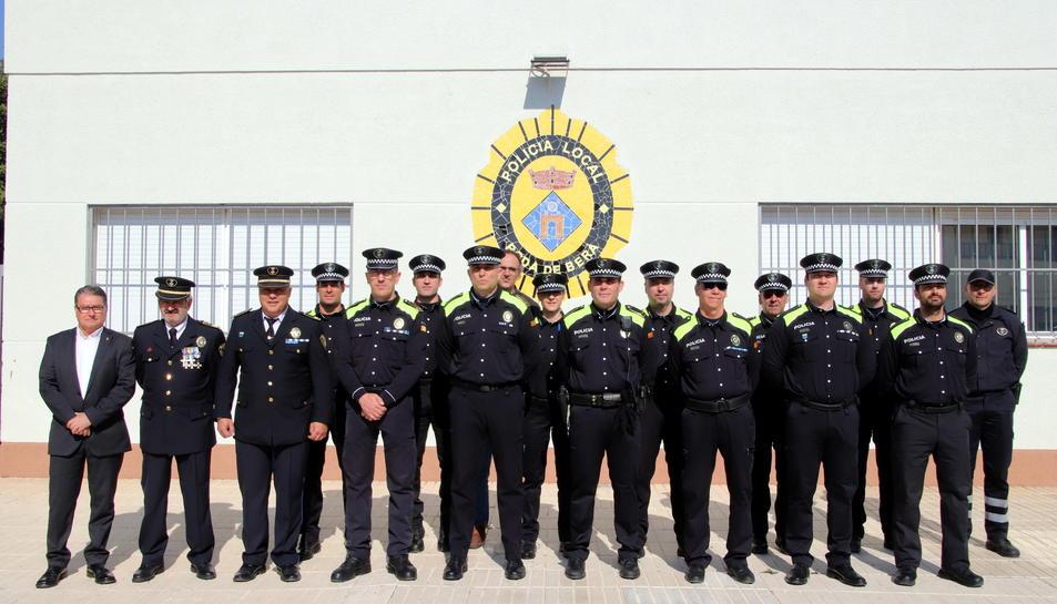 Imatge dels agents que van rebres les distincions.