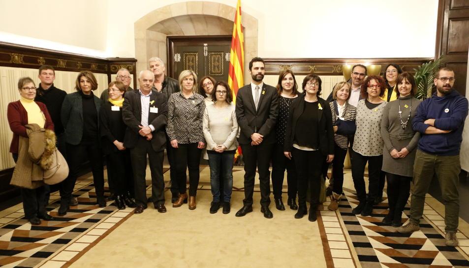 El president del Parlament, Roger Torrent, rep membres de l'Associació Catalana de Drets Civils.