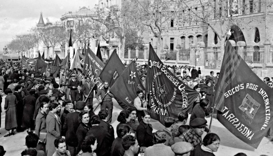 Desfilada de les joventuts antifeixistes al Balcó del Mediterrani, 23 de març de 1937.