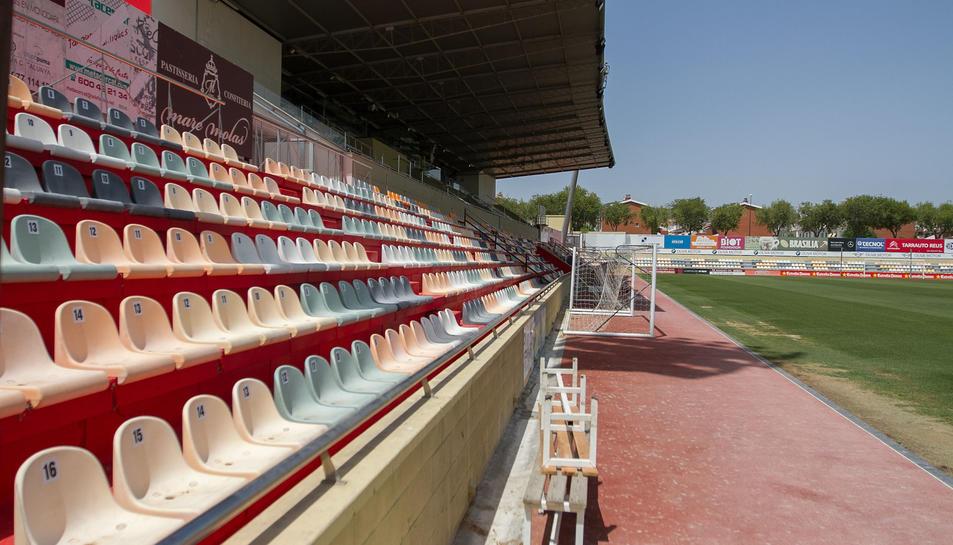 Una de les millores que exigeix la Lliga de Futbol Professional és l'ampliació de l'aforament fins als 6.000 espectadors.