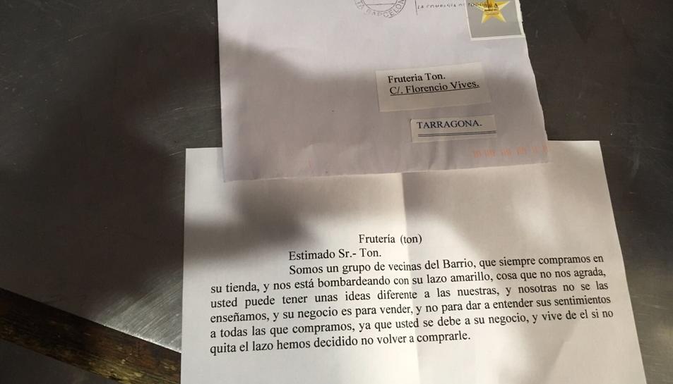 Imatge de la carta rebuda pel propietari de la fruiteria.