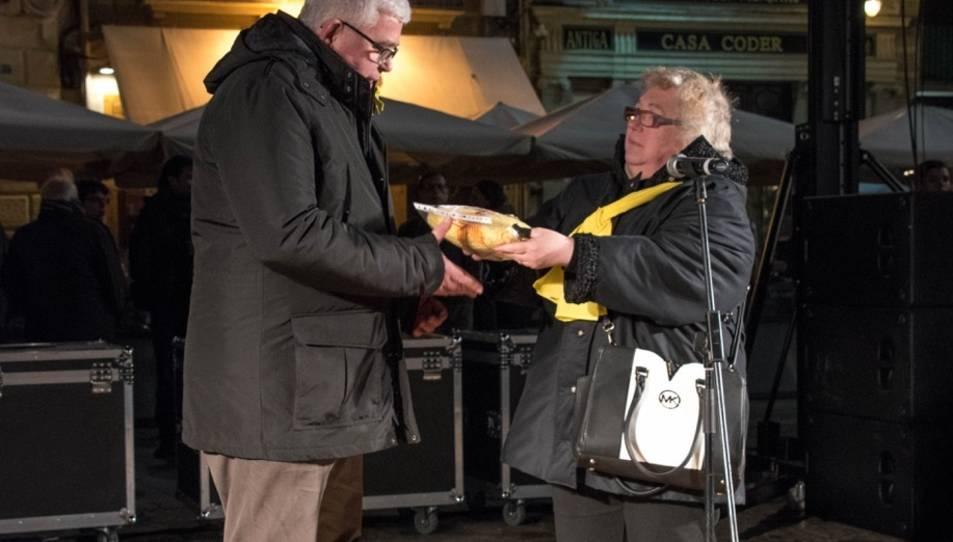 L'entitat va entregar la bufanda a Agustí Alcoberro de l'ANC el passat dia 3 de febrer.