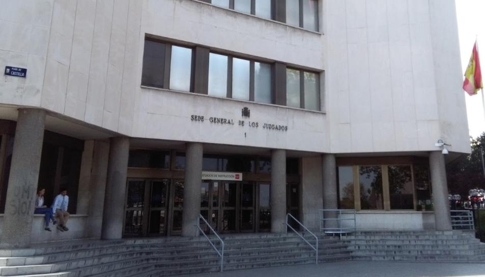 Imatge de la façana exterior dels jutjats madrilenys dePlazadeCastilla.