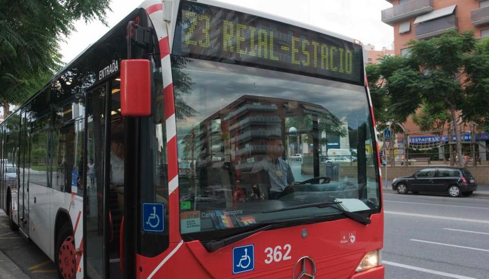 Imatge arxiu d'un autocar de la EMT.