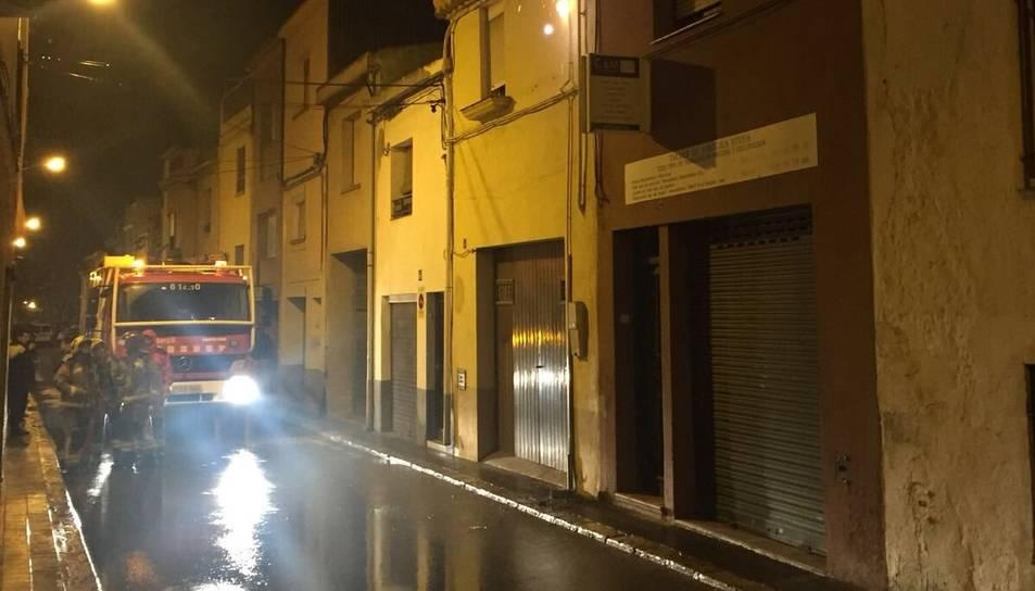 Carrer Cristina Baixa on s'ha produït el foc al cablejat de la façana.