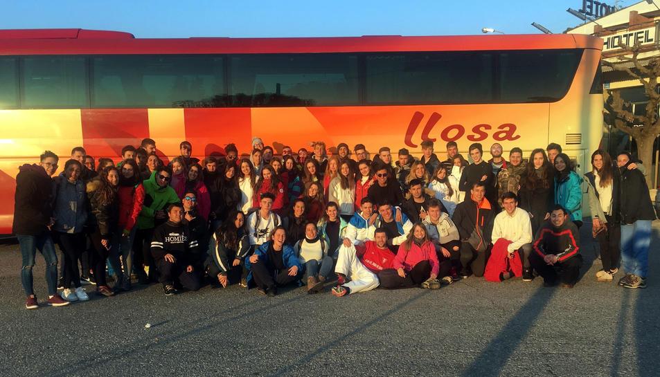Fotografia de grup dels participants a l'esquiada del TRAC.