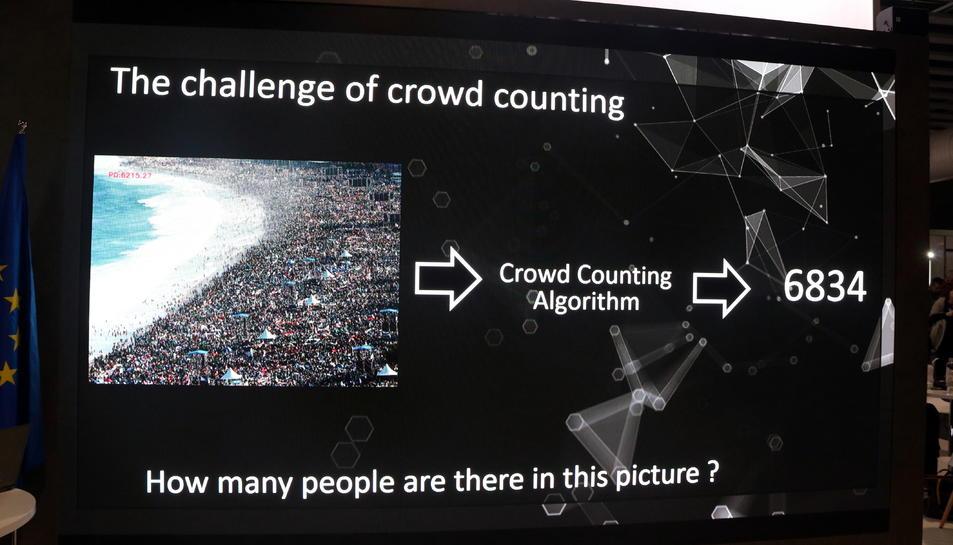 Un exemple d'una aglomeració de persones i el nombre de persones que calcula aquest software d'imatge virtual de la Universitat Autònoma de Barcelona i la Universitat de Florència