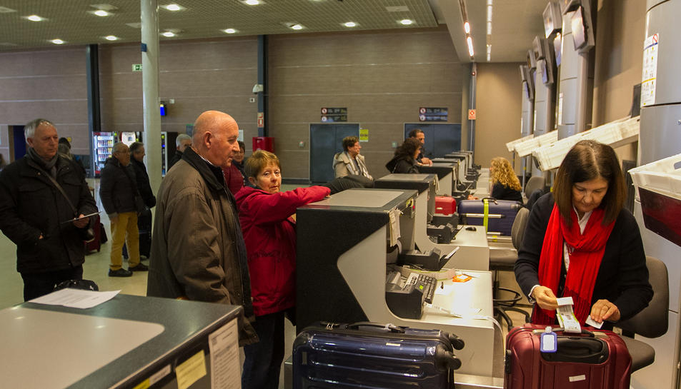 L'Aeroport de Reus va activar dos taulells de facturació per atendre els passatgers de l'operativa.
