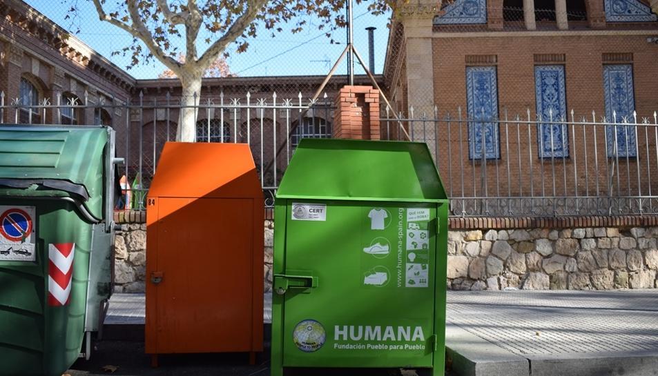 Contenidor ubicat davant l'escola Prat de la Riba de Reus.