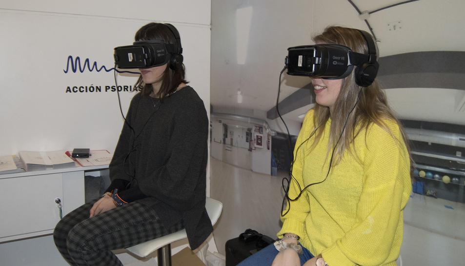 A través d'unes ulleres de realitat virtual, l'espectador pot viure l'experiència de formar part de la història real d'una persona amb psoriasi que assisteix a una classe de pilates i ha d'afrontar que les seves taques es veuen.
