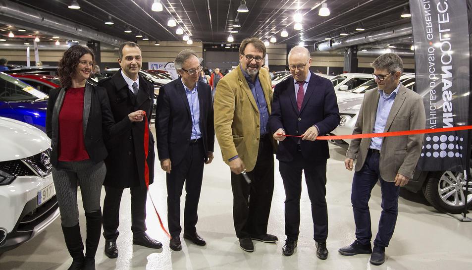 Joan Nicolàs, al centre, durant la inauguració oficial de la fira a les instal·lacions del Tecnoparc.