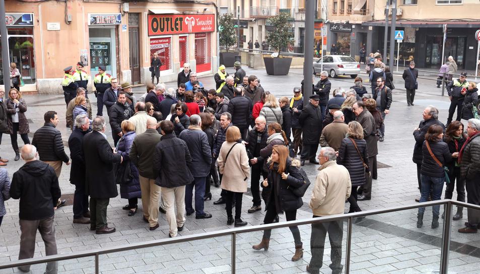 Imatge general de la inauguració de la plaça.