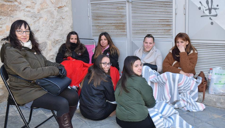 Fans esperant l'actuació de Pablo López