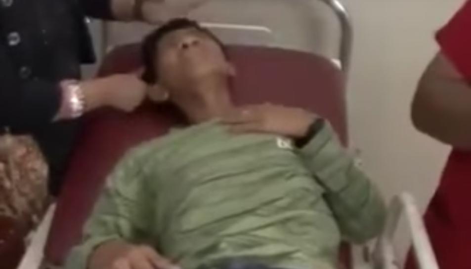 Imatge del menor ponent un ou a l'hospital.