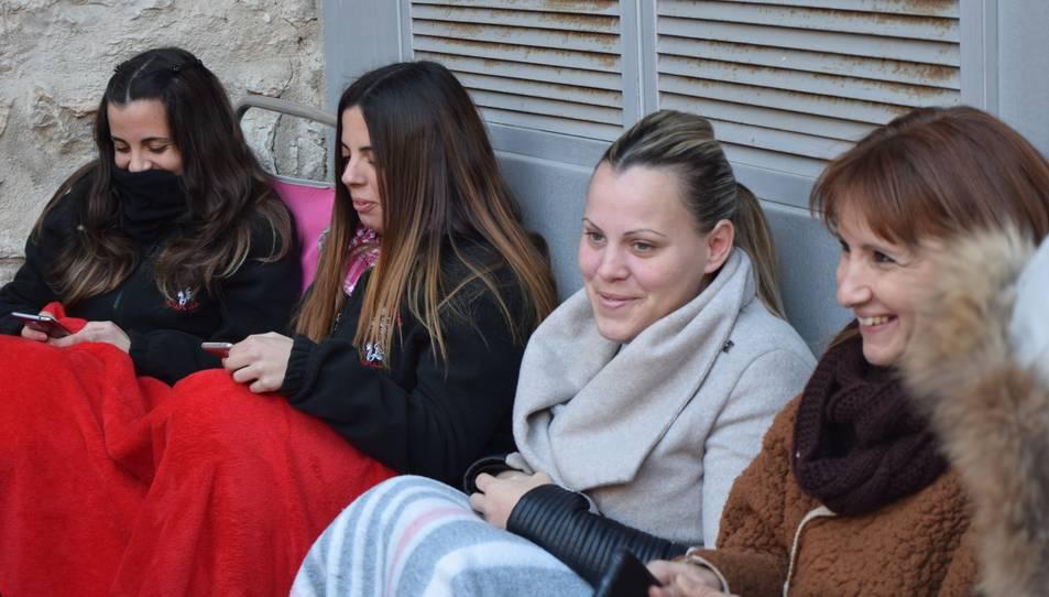 Imatge d'alguna de les fans esperant el concert de Pablo López.
