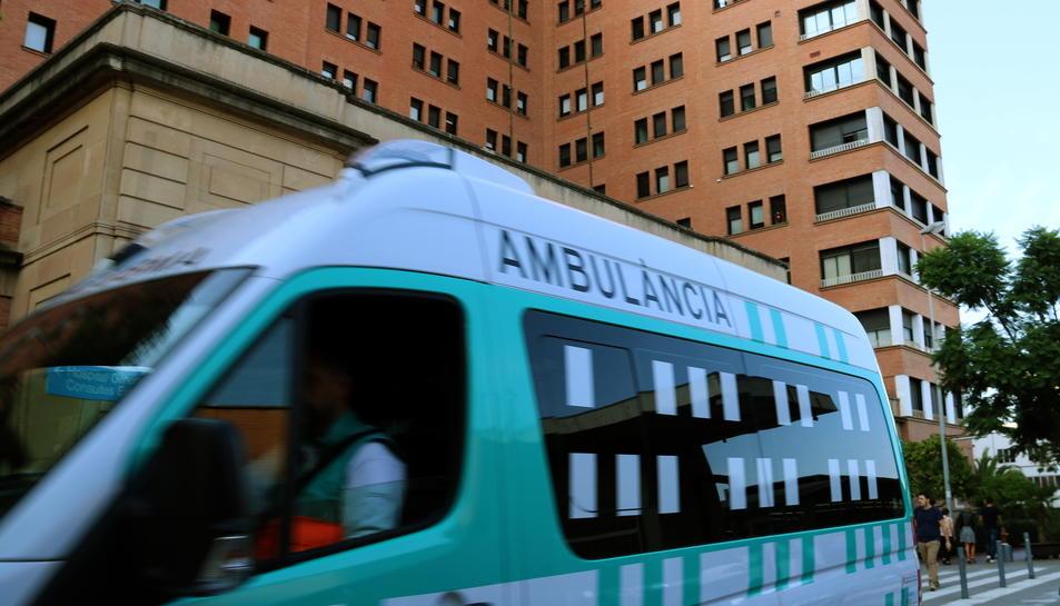 El ferit va ser traslladat a l'Hospital de la Vall d'Hebron de Barcelona.