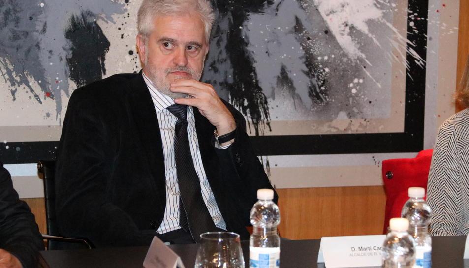 Imatge d'arxiu de l'alcalde, Martí Carnicer, en una reunió el passat febrer.