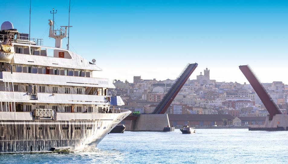 Un dels molts creuers que han visitat les instal·lacions del Port de Tarragona.
