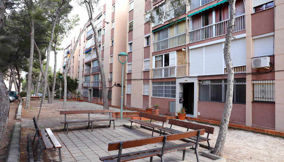 Imatge d'una comunitat ubicada al costat dels carrers Arquitecte Jujol i Arquitecte Gaudí.