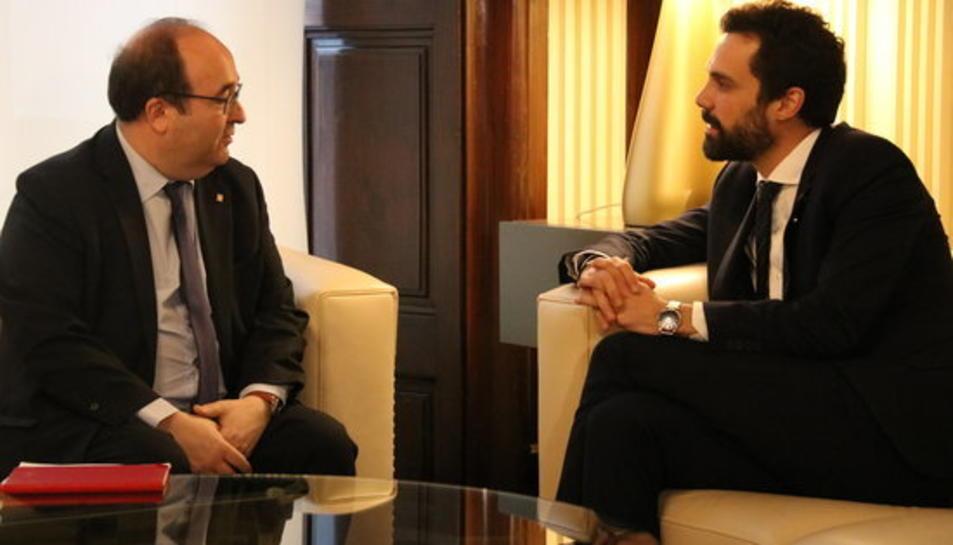 El president del Parlament, Roger Torrent, reunit amb el primer secretari del PSC, Miquel Iceta, en el marc de la roda de contactes del mes de març, el 5 de març de 2018.