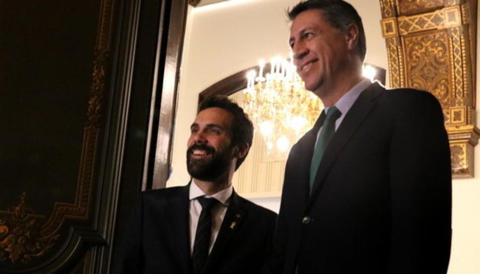 El president del Parlament, Roger Torrent, rep el president del PPC, Xavier García Albiol, en el marc de la roda de contactes del mes de març.