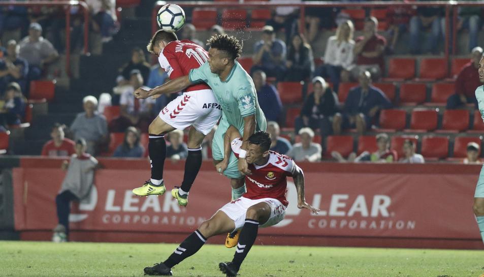 Maikel Mesa i Juan Muñiz durant el Nàstic-Granada la passada temporada al Nou Estadi.
