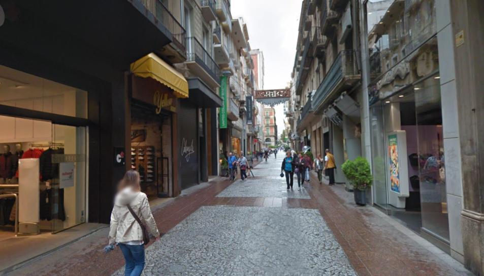 Imatge del carrer Monterols de Reus que aplega molts establiments.