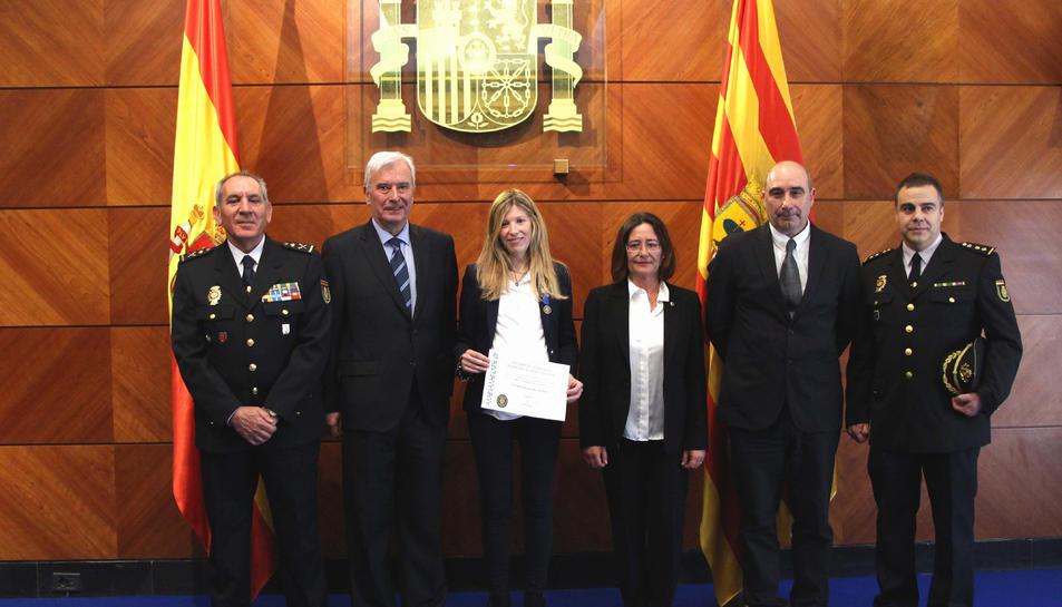 La policia nacional de Saragossa Lara Rodrigo ha rebut una medalla al mèrit policial.
