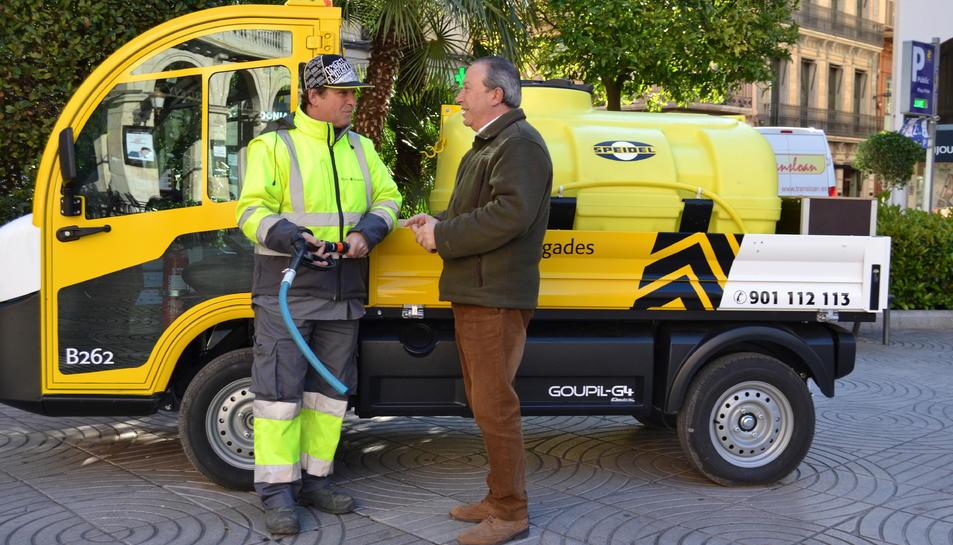 Imatge del nou vehicle elèctric per alreg de petites zones enjardinades de la ciutat.