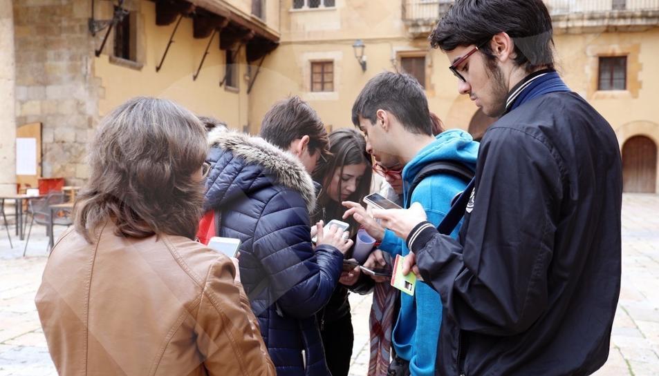Més de 700 alumnes 'descobreixen' la ciutat jugant amb la tecnologia