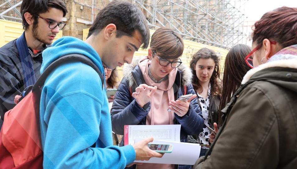 Més de 700 alumnes 'descobreixen' la ciutat jugant amb la tecnologia.