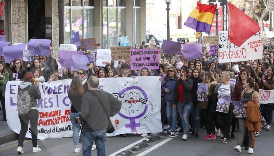 Manifestació d'estudiants durant la vaga del 8 de març a Tarragona.