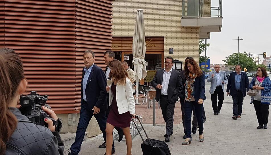 Pla obert de l'alcalde de les Borges del Camp, Joaquim Calatayud, entrant als jutjats de Reus el maig del 2016. Imatge publicada el 9 de març de 2018