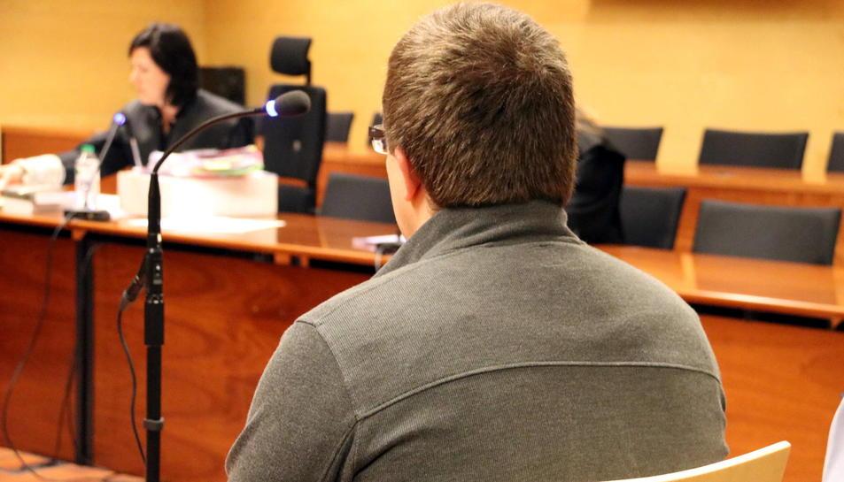 L'educador durant la vista en què se li va prorrogar la presó provisional celebrada a l'Audiència de Girona.
