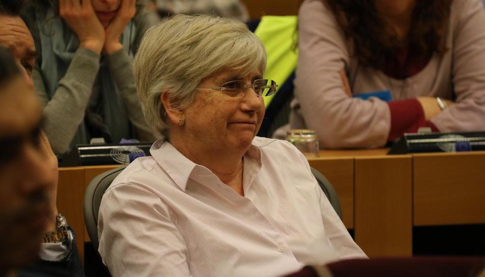 La consellera Clara Ponsatí, destituïda pel 155, al Parlament Europeu, l'1 de febrer del 2018, escoltant la conferència sobre l'1-O