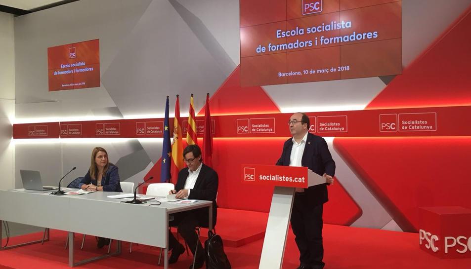 El primer secretari del PSC, Miquel Iceta, durant la seva intervenció en la inauguració de l'Escola Socialista de formadors al casal socialista Joan Reventós.