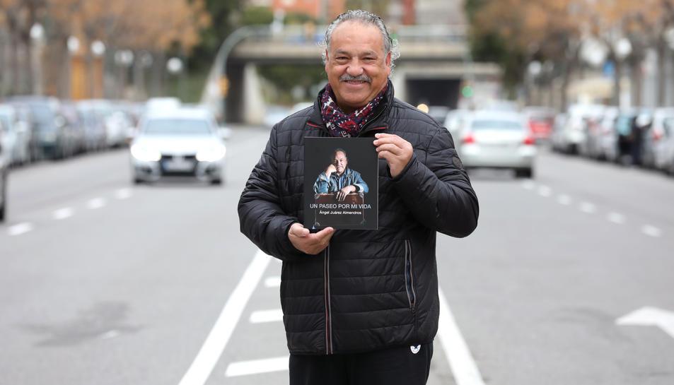 L'autor relata episodis dels seus viatges per països de parla hispana, Marroc, Tailàndia o Japó.