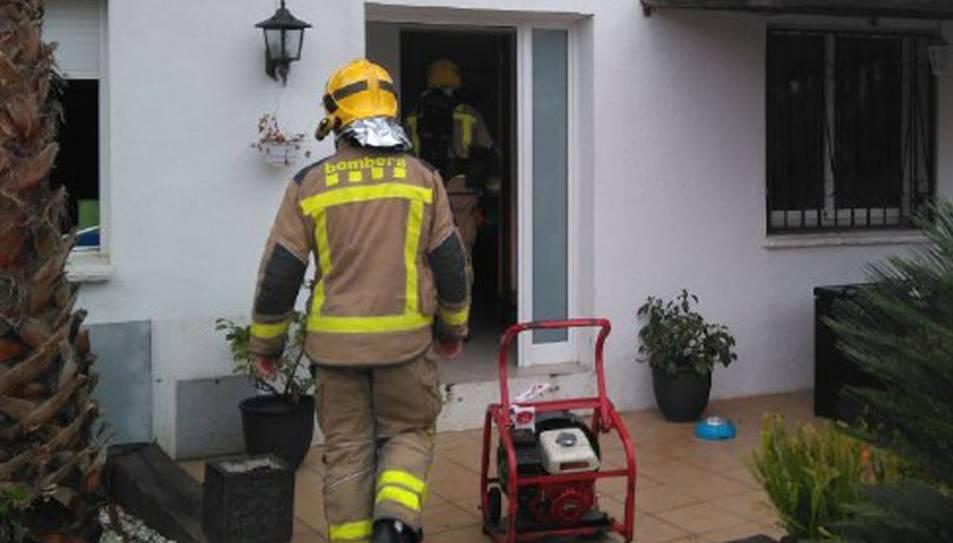 Els bombers han treballat aquest matí en una casa unifamiliar de Torredembarra