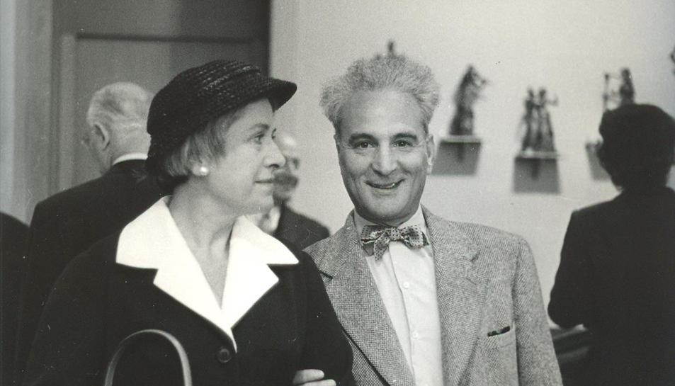 A la dreta, l'escultor Apel·les Fenosa.