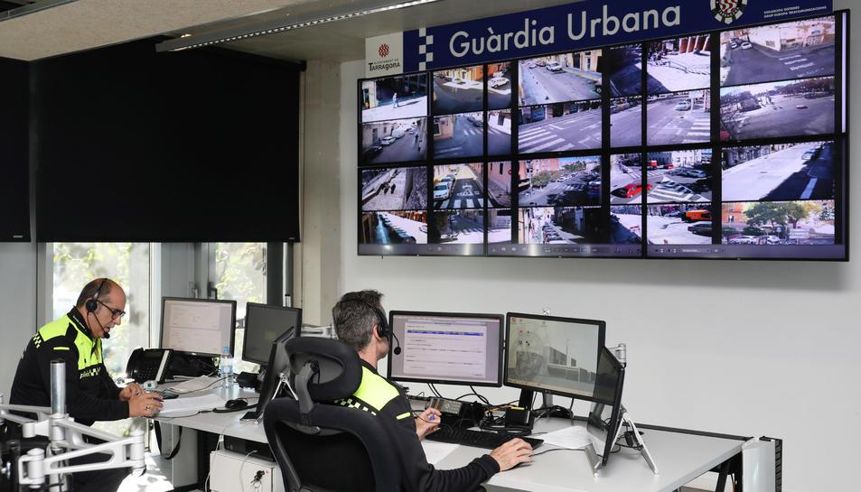 Imatge de la sala de control de les càmeres de videovigilància de la Guàrdia Urbana.