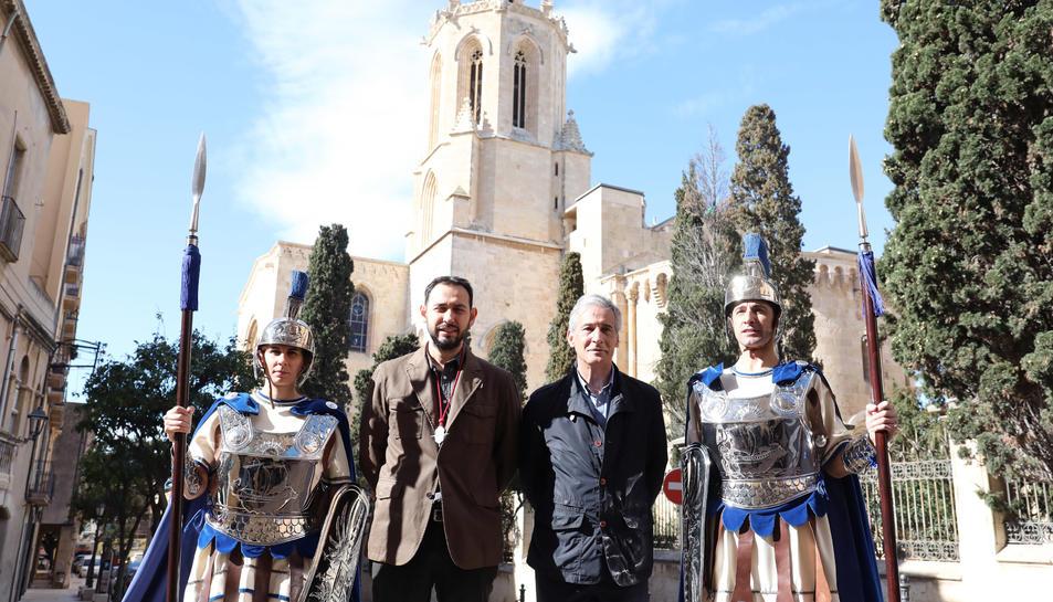 Josep Bertran i Francesc Seritjol entre dos armats.