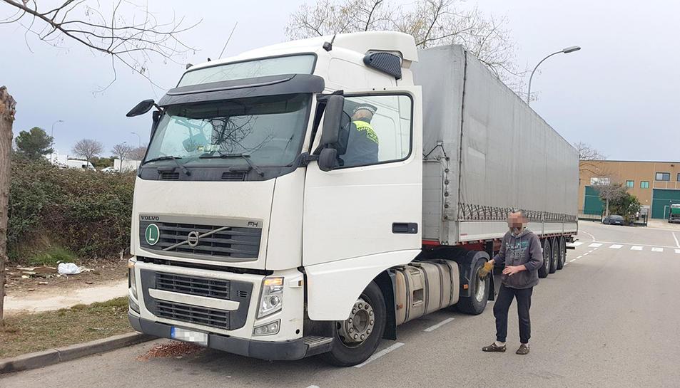 El vehicle va quedar immobilitzat fins que el conductor va pagar la sanció.