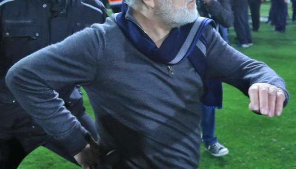El president del PAOK va mostrar-li a l'àrbitre una funda de pistola que duia al maluc.