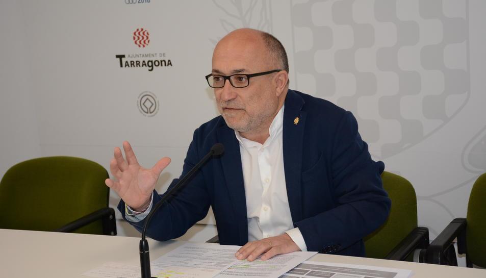 El regidor d'Ocupació, Francesc Roca, durant la roda de premsa celebrada ahir.