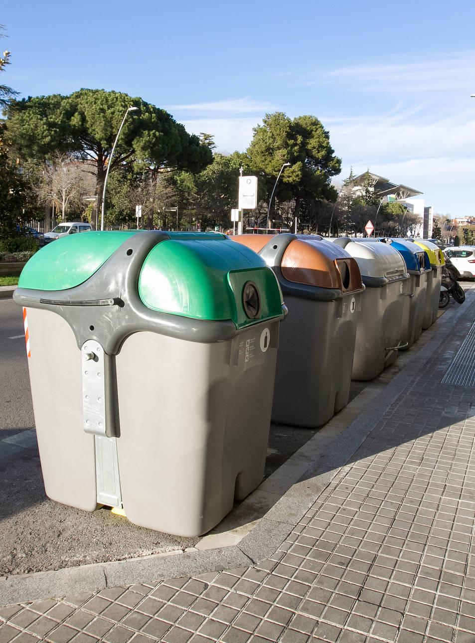 Els contenidors que Ros Roca va instal·lar a l'avinguda Sant Jordi.
