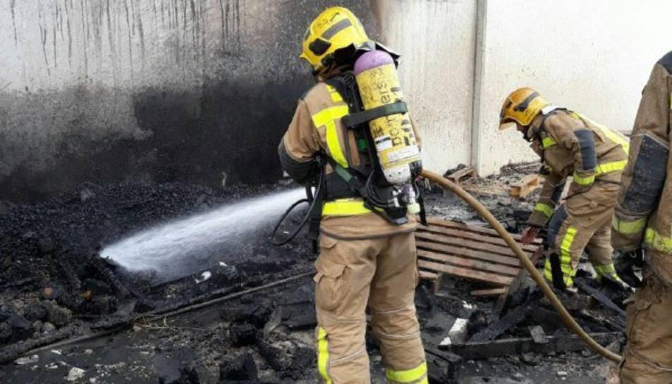 Quatre dotacions han treballat per extingir el foc.