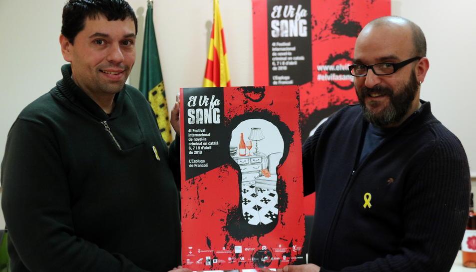 El regidor de Cultura, Jordi Torre, i el dissenyador del cartell i de la imatge del festival, Àlex Foix.