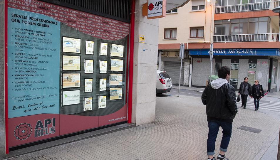 Diverses immobiliàries participen en la confecció del catàleg.
