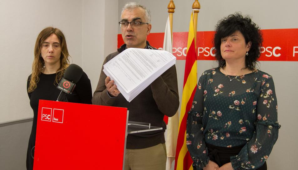El PSC demana el cessament de la regidora d'Ensenyament.