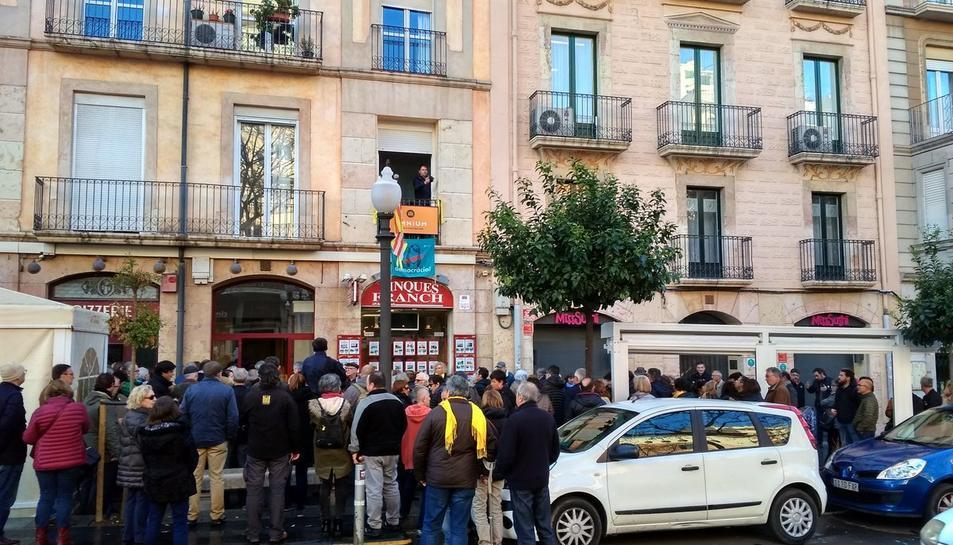 Concentración en apoyo a Òmnium Cultural en Tarragona
